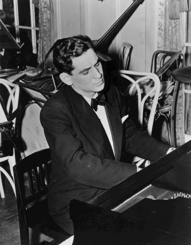 Bernstein au piano, 1944 © Library of Congress