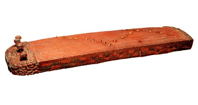 Exposition La voix du dragon, Cithare se à 25 cordes et chevalets mobiles © I.E.A.C, Midi-Pyrénées © Philharmonie de Paris - Cité de la musique