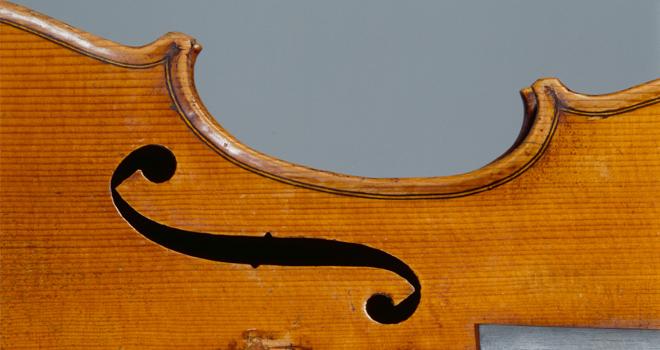 Exposition Violons Vuillaume, Violon Le Alard Guarneri Ouïe Gauche © Giordan - Philharmonie de Paris - Cité de la musique