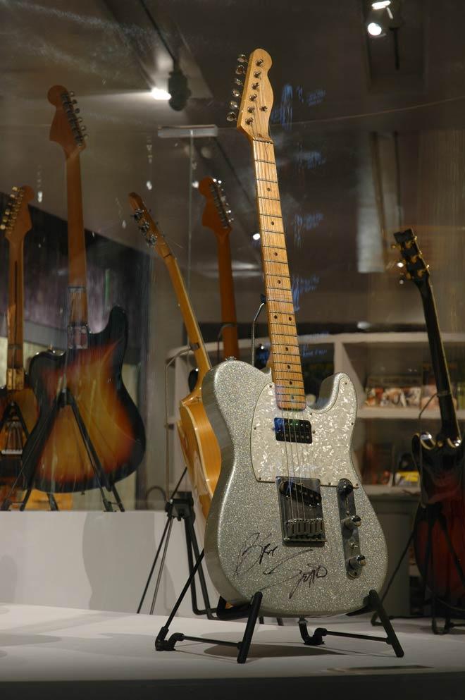 Guitare de Bruce Springteen, Modèle Telecaster Fender, Fullerton, États-Unis, 1993, Prêt de Rock Stars Guitars