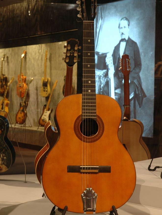 Guitare Georges Brassens, Jacques Favino, Paris, France, 1981 Prêt de Pierre Onteniente