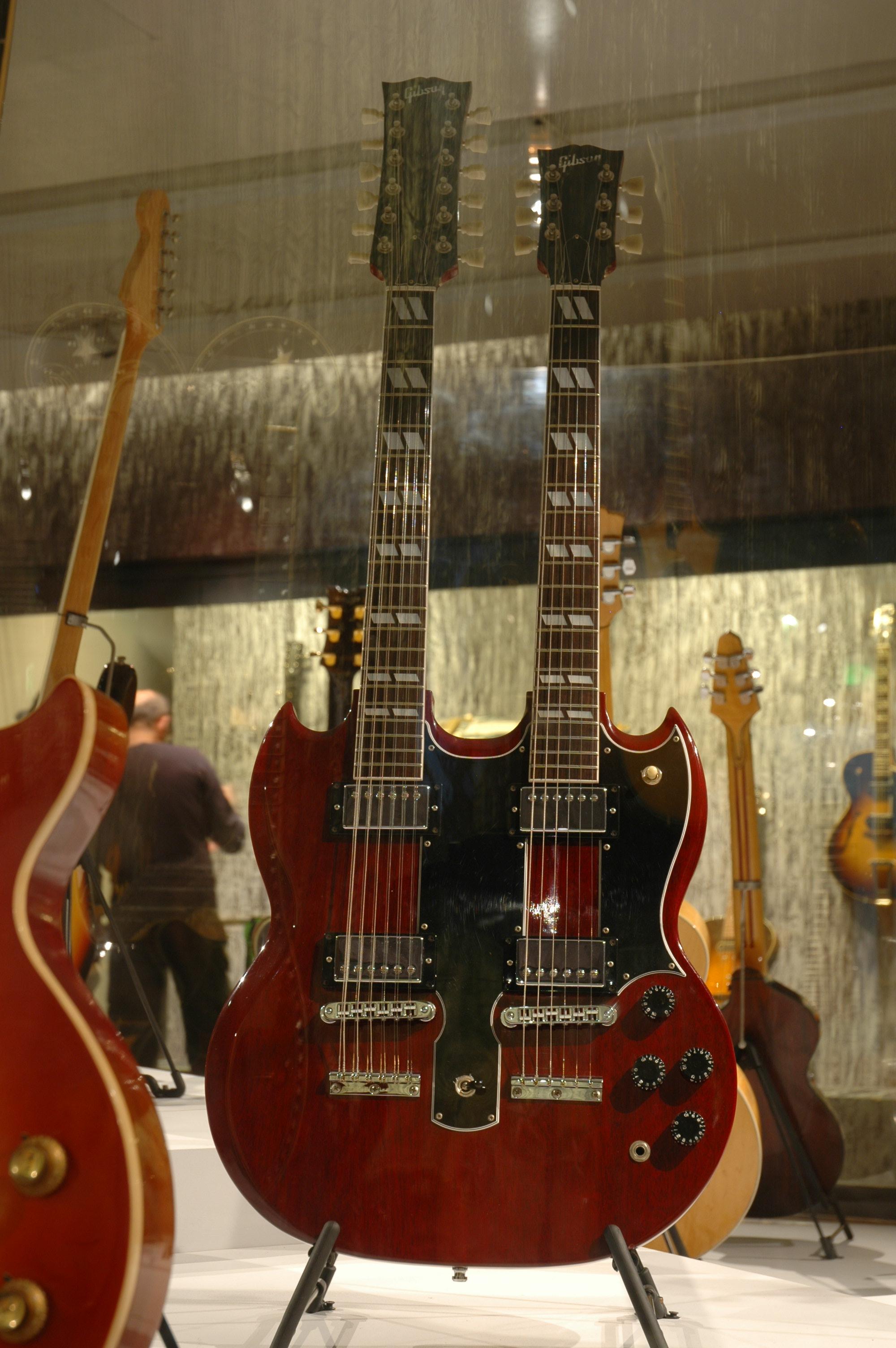 Guitare de Jimmy Page, Modèle EDS-1275, prototype à double manche Gibson, Kalamazoo ou Nashville, Etats-Unis, Prêt de Jimmy Page