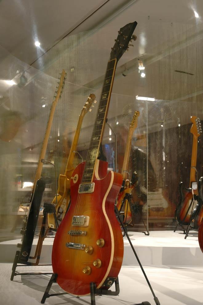 Guitare de Pete Townshend (The Who), Modèle Les Paul Deluxe Gibson, Kalamazoo, États-Unis, 1973, Prêt de Rock Stars Guitars