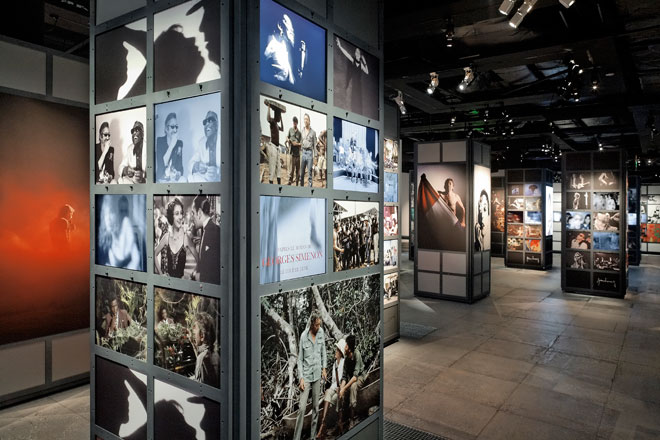 Vue de l'exposition Gainsbourg 2008 © Sébastien Mathé - Cité de la musique