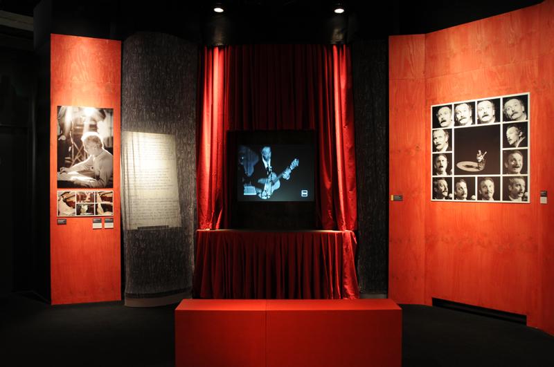 Vue de l'exposition Brassens ou la liberté, Vue de l'exposition © Léonie Young - Cité de la musique