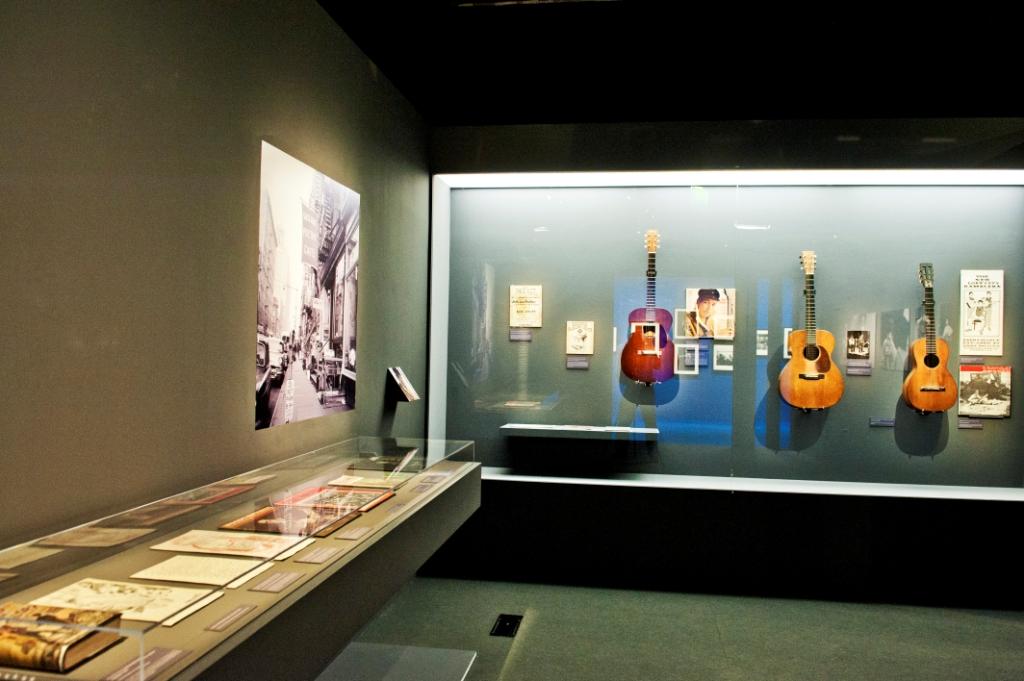 Vue de l'exposition Bob Dylan, Cité de la musique - New York © William Beaucardet