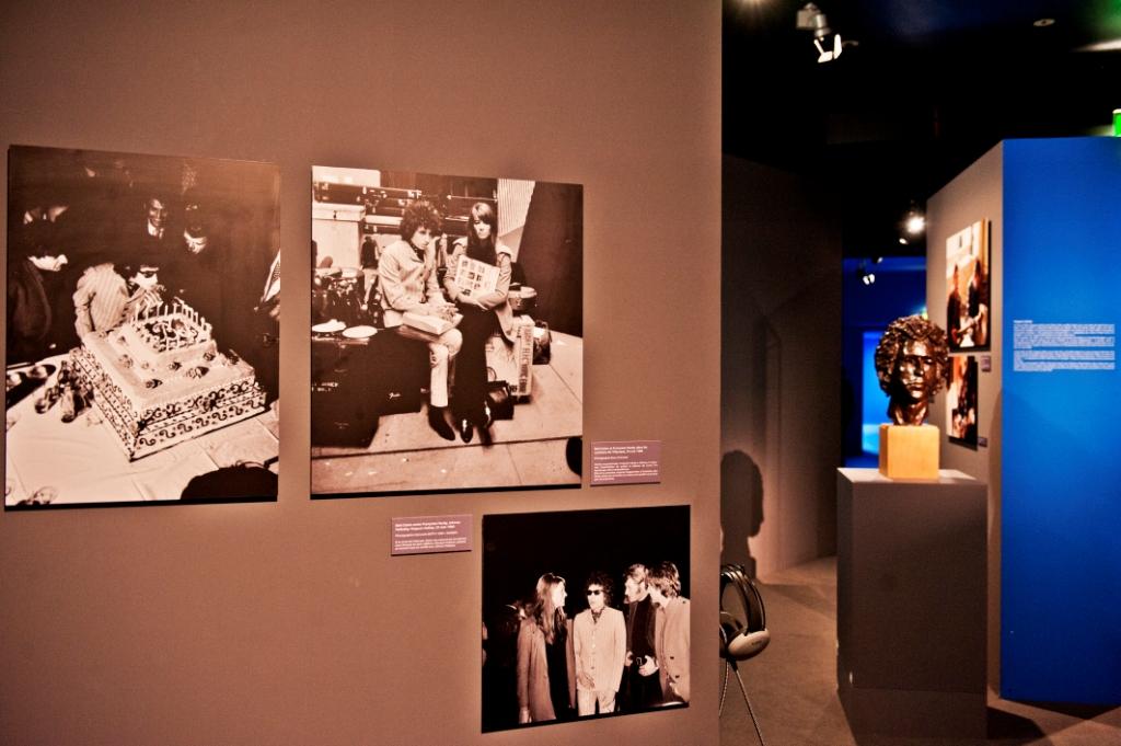 Vue de l'exposition Bob Dylan, Cité de la musique - Bob, Hugues, Françoise et les autres... © William Beaucardet