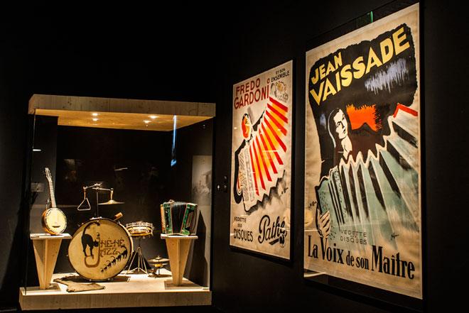 Vue de l'exposition Django Reinhardt  - Paris Musette © Matthias Abervé
