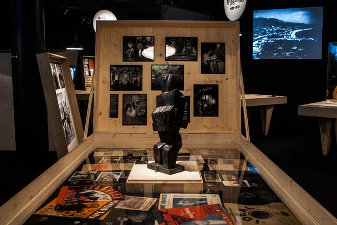 Exposition Django Reinhardt - Vue de l'exposition « Passez la monnaie » © Matthias Abhervé