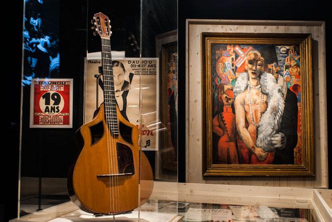 Vue de l'exposition Django Reinhardt - De la Java au Jazz, l'école de la chanson © Mathhias Abhervé