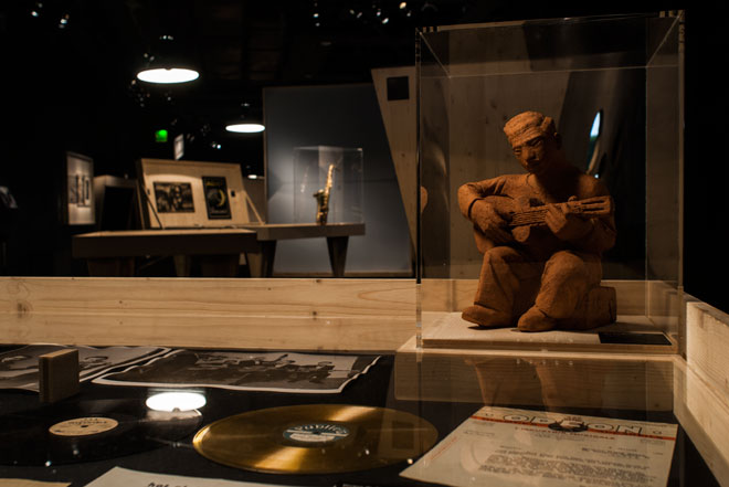 Vue de l'exposition Django Reinhardt - Un triomphe international © Matthias Abhervé