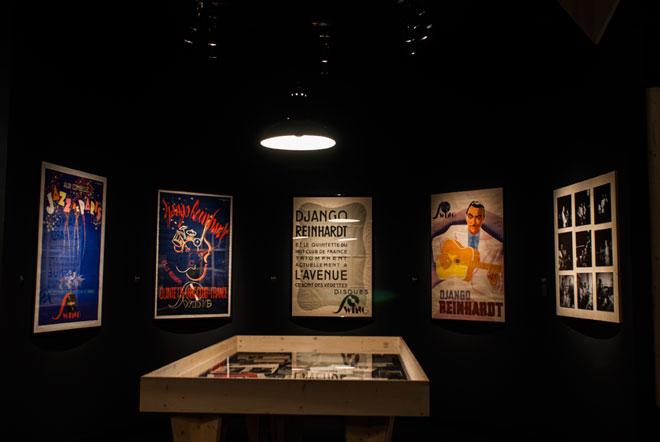 Vue de l'exposition Django Reinhardt - Les grandes heures du jazz français © Matthias Abhervé