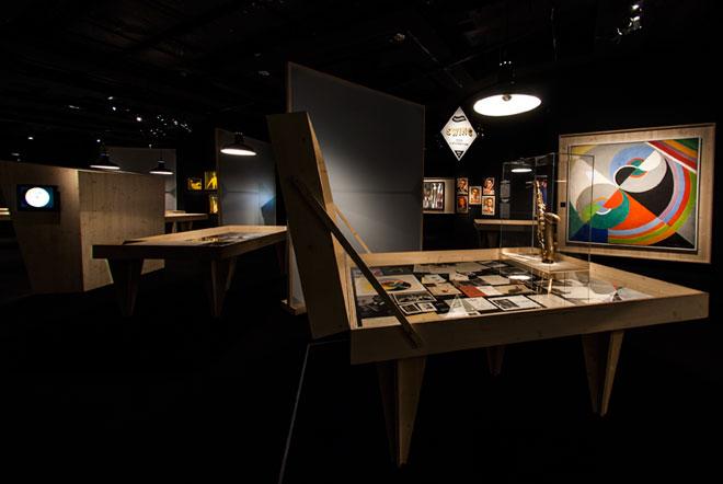 Vue de l'exposition Django Reinhardt - Entre ancien et nouveau Quintette © Matthias Abhervé