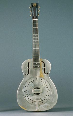 Guitare à résonateur métallique National, Nashville, vers 1935 (E.993.5.1)