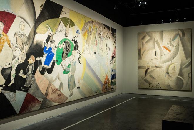 Vue de l'exposition « Marc Chagall : Le Triomphe de la Musique », corpus dédié au Théâtre d'art Juif, Marc Chagall, 1920, Philharmonie de Paris ©ADAGP, Paris, 2015 - CHAGALL ®  © Scénographie : Pascal Rodriguez