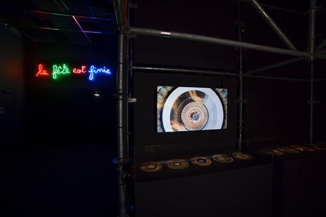 Vue de l'exposition Electro - Neon Claude Leveque © Gil Lefauconnier
