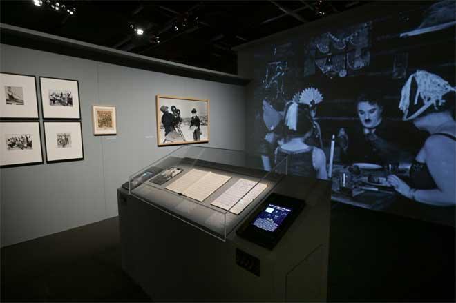 Vue de l'exposition : Chaplin au travail. Photo : Gil Lefauconnier - Cité de la musique - Philharmonie de Paris.