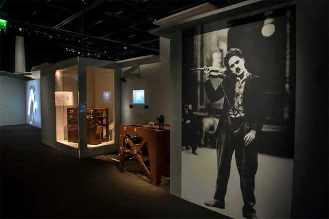 Vue de l'exposition Charlie Chaplin : Music-Hall a cinéma. Photo : Nora Houguenade - Cité de la musique - Philharmonie de Paris.
