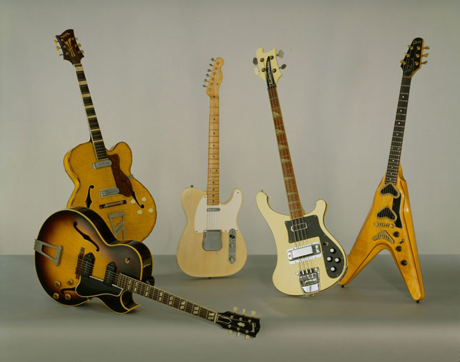 Guitare électrique ES 175 D Gibson, Guitare Jazz Royal 2 Jacobacci frères, Guitare électrique type Telecaster Fender, Guitare électrique basse Rickenbacker, Guitare électrique Flying V Gibson. Cité de la musique, Albert Giordan