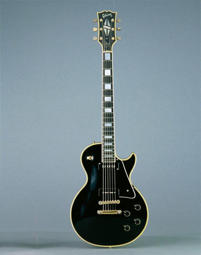 """Guitare électrique Les Paul custom """"black beauty"""" édition limitée réédition du modèle de 1954, Gibson Etats-Unis, 1972 © Cité de la musique, Jean-Marc Anglès"""