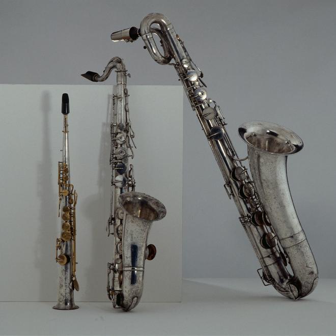 Saxophone soprano, Adolphe Sax, Paris, 1849, E.714., Saxophone ténor en si bémol, Adolphe Sax, Paris, 1854, E.716., Saxophone baryton en mi bémol, Adolphe Sax, Paris, 1856, E.717