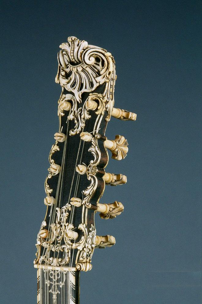 Guitare, Jacques Dumesnil, 1648, Paris, Cité de la musique © Jean-Marc Anglès