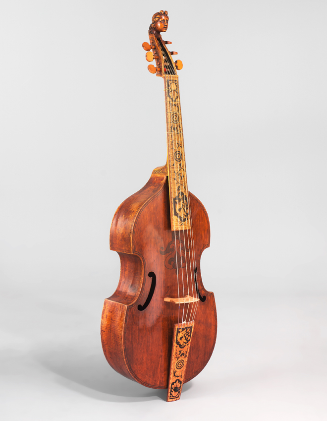 Basse de viole, John Pitts, Londres, 1679. Cité de la musique - Photo : Jean Marc Anglès