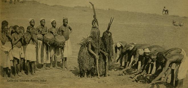 """Afrique occidentale. Danseurs """"Miniankas"""".  Fétiches des cultures, E.997.22 © Cité de la musique - Musée de la musique - Photographe : Jean-Marc Angles"""