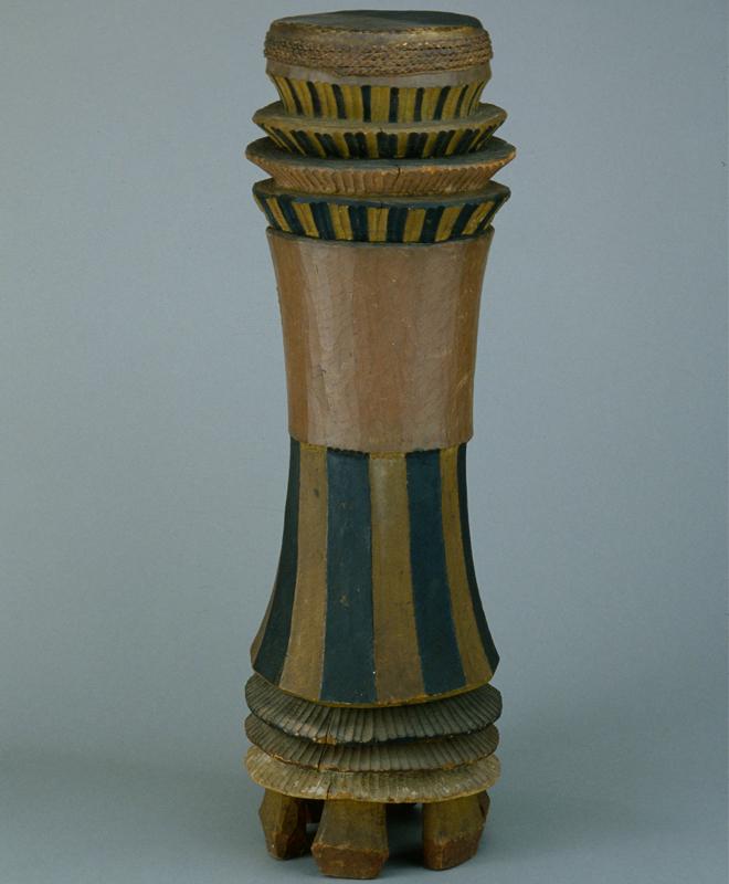 """Tambour sur pied en sablier """"mbonda"""",  anonyme, République Démocratique du Congo,  fin 19e-début 20e siècle"""