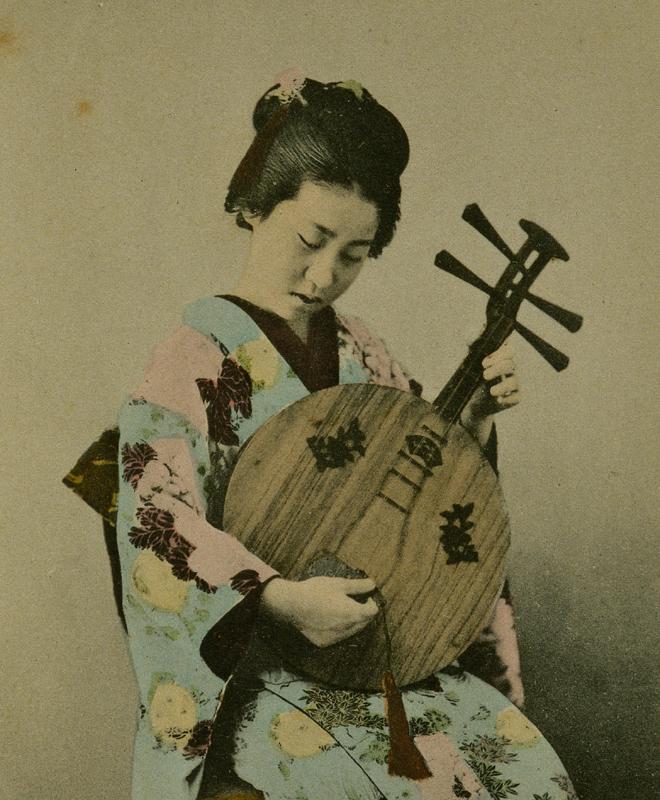 Japonaise jouant de la « Getsuki », © Cité de la musique - Jean-Marc Anglès