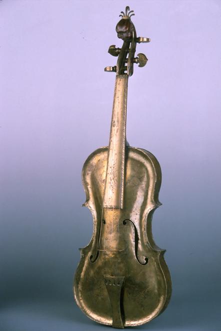 Violon en cuivre, Besancenot, Dijon, 1776, E.279, Collection Musée de la musique © Cité de la musique - Jean-Claude Billing