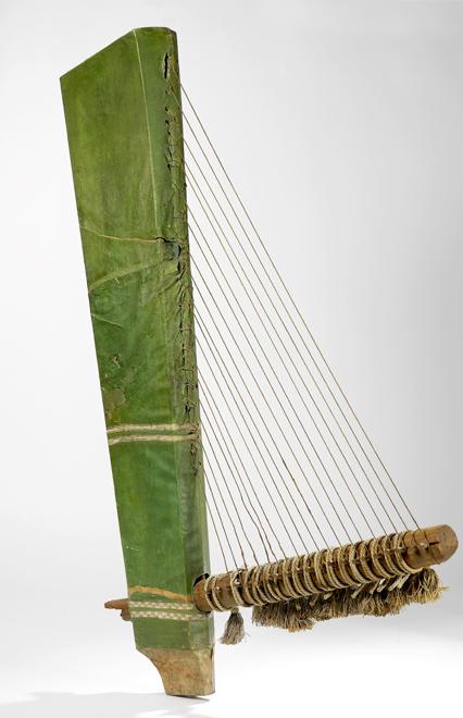 Fac-similé d'une harpe angulaire égyptienne conservée au musée du Louvre, Hallé, M., XIXe siècle E.1405 © Cité de la musique - Photo : Claude Germain