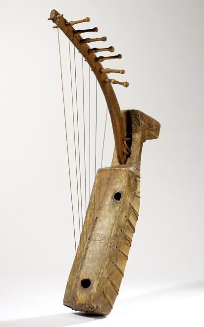 Harpe arquée ngombi Gabon, XIXe siècle, E.1846 © Cité de la musique - Claude Germain