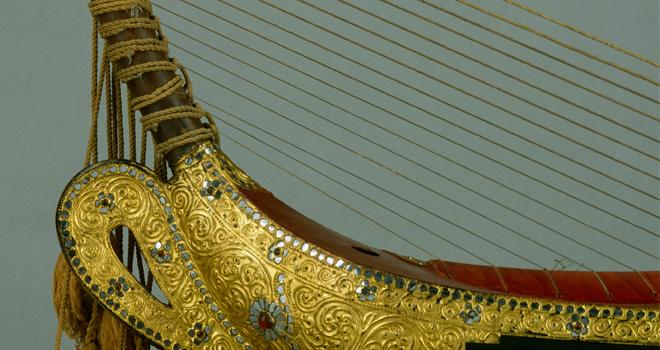 Harpe arquée saung-gaunk, début du XXe, E.998.19.1 : détail © Cité de la musique - Photo : Jean-Marc Anglès