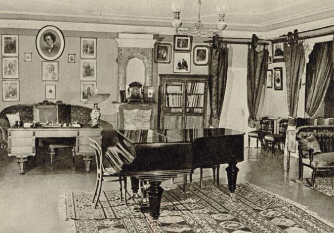 Intérieur de la Maison-musée Tchaïkovski à Klin © Gallica-BnF