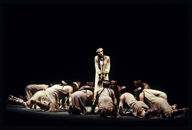 Le Sacre du printemps, Glorification de l'élue, représentation à l'Opéra Garnier en 1991, chorégraphie de Nijinski, photographie de Daniel Cande © Gallica-BnF