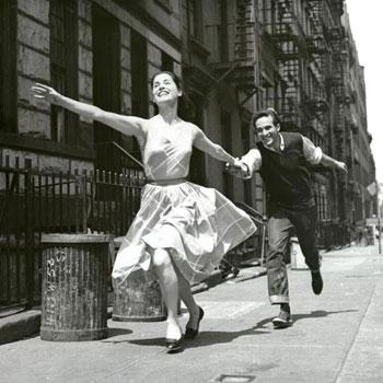 Carol Lawrence et Larry Kert, photo promotionnelle pour West Side Story © The New York Public Library