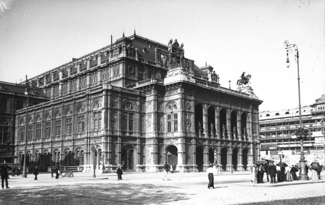 Vienne, opéra-théâtre Hofopern, photographie de presse/Agence Rol, 1914. Gallica-BnF