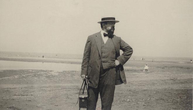 Claude Debussy sur la plage d'Houlgate © Gallica - BnF