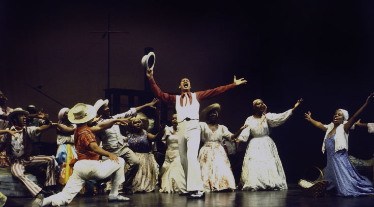 Larry Marshall dans une scène de Porgy and Bess de Gerhwin au Houston Grand Opera en 1977 © Martha Swope (photo)- NY Public Library, digital collections