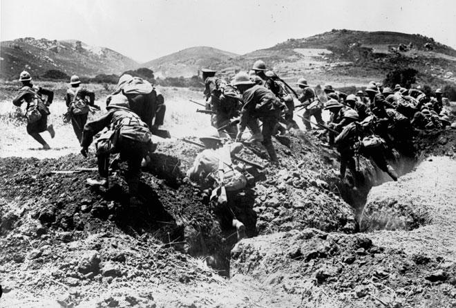 Aux Dardanelles, une charge de la division royale, Agence Roll, 1915 © Gallica - BnF