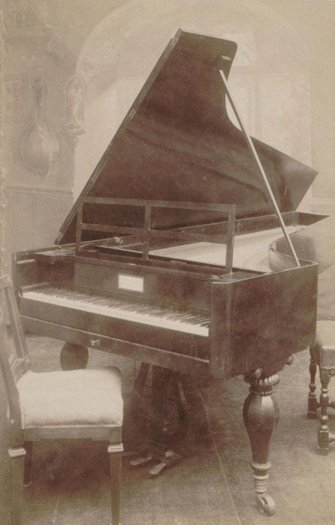 Le piano Conrad Graf de Beethoven, photo d'Emile Koch. Gallica BnF