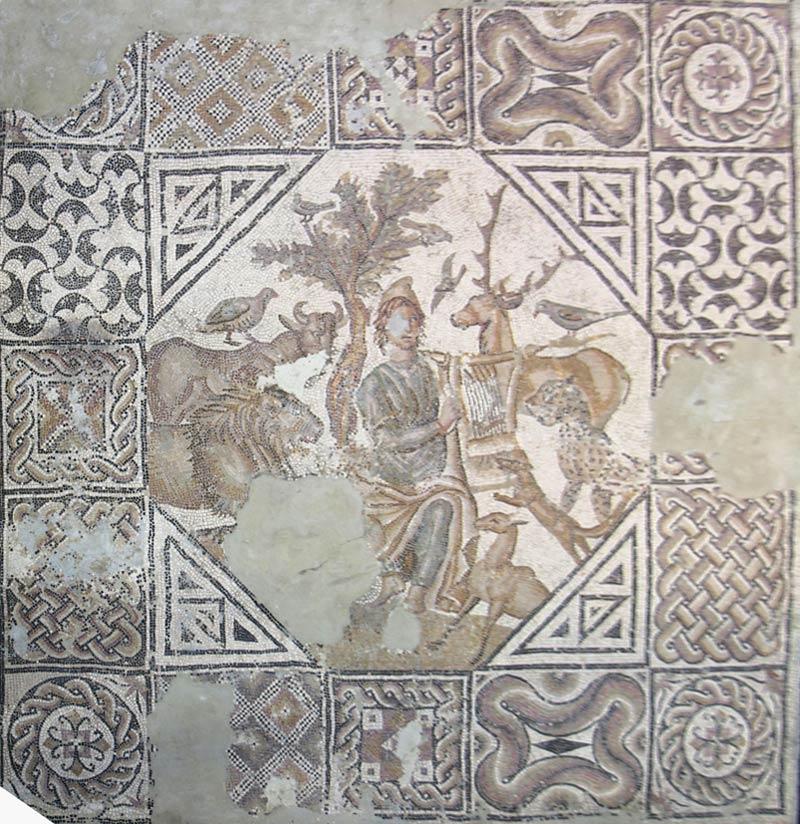 <p>3- Épisode d'Orphée charmant les animaux, III<sup>e</sup> siècle<br/><span>Mosaïque © Musée d'Arles, Photo R. Valette - CC </span></p>