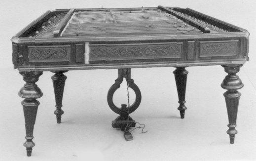 Cimbalom par Vencel József Schunda, après 1874, Hongrie  © www.metmuseum.org