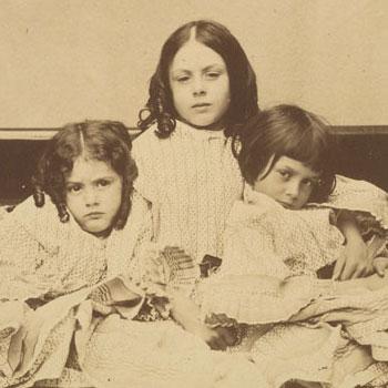 Lewis Carroll,les trois filles Liddell : Edith Ina et Alice, été 1858 © www.metmuseum.org