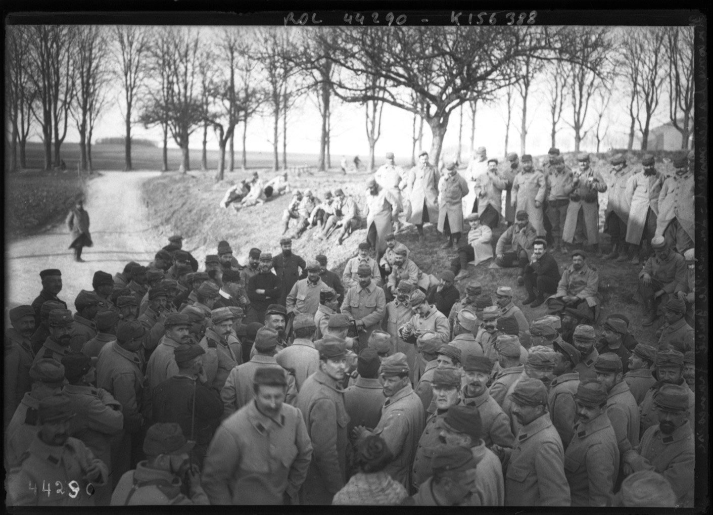 Un concert à ciel ouvert, la vieille gaïeté française (moment de détente en musique pour les soldats), photographie de presse, Agence Rol © Gallica BnF