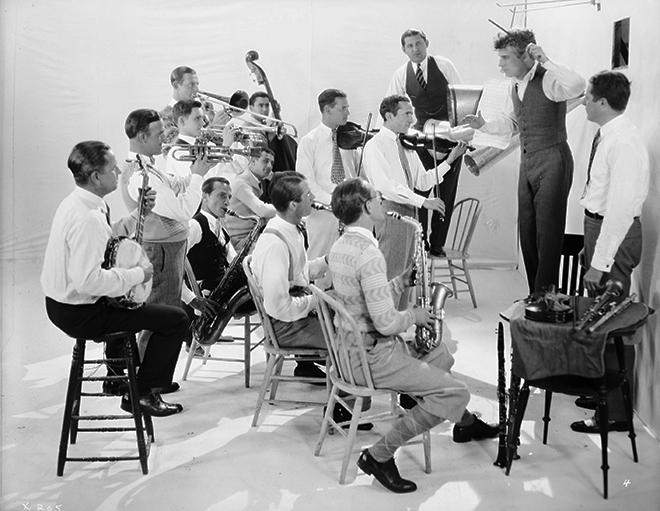 Charlie Chaplin avec l'orchestre de Abe Lyman © Roy Export Company Limited