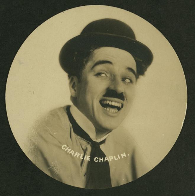 Charlie Chaplin, carte de paquet de cigarettes. NY Public Library, digital collections