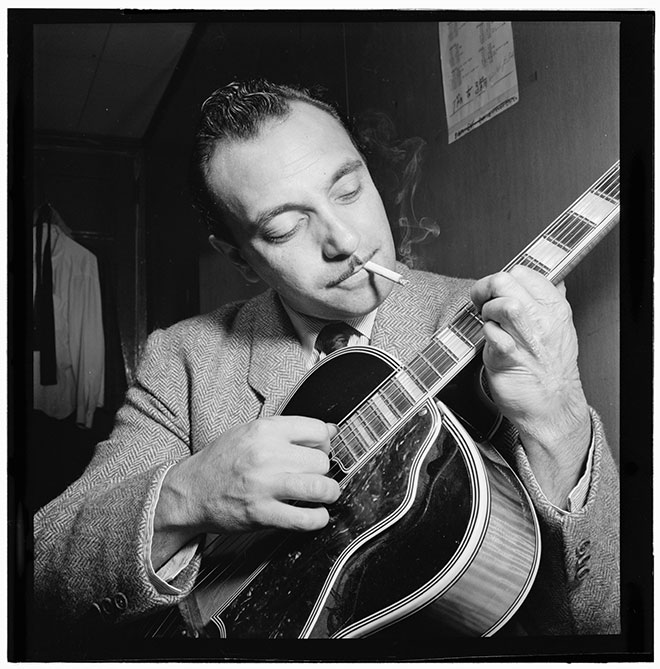 Portrait de Django Reinhardt, photo de William Gottlieb, New York, 1946. Library of Congress