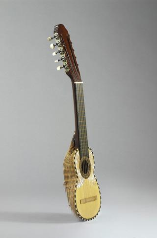 Incontournable - luth charango - Musée de la musique